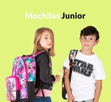 Descubre la gran variedad de mochilas escolares que hay para tu hijo. Con uno o dos compartimentos, con diversos bolsillos exteriores, con salida de audio y hasta con la posibilidad de elegir si llevarla a la espalda ajustando los tirantes o deslizándola incorporándole un carro. ¡O mejor todavía! Elige una mochila escolar con ruedas o con carro desmontable. La comodidad a la hora de llevar los libros y el material escolar será lo primero con una de nuestras mochilas escolares.